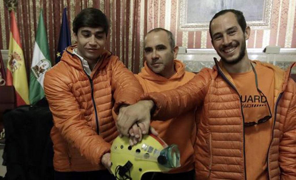 La Escuela del Agua apoya a los tres bomberos sevillanos que serán juzgados en Grecia