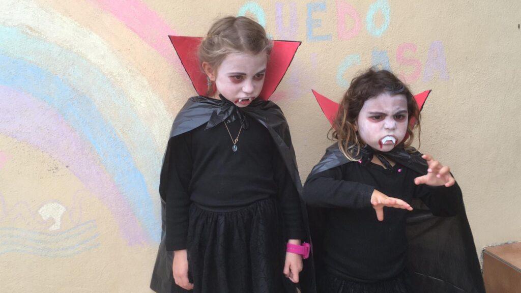 ¿Se han disfrazado tus niños en estos últimos días? Mándanos una foto y la compartiremos con toda la familia de la Escuela del Agua